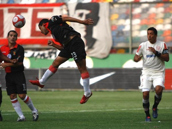 FECHA 13. Con gran actuación de Alva, Universitario se impondría por 3-1 a Melgar y lograría su cuarta victoria consecutiva en el torneo. Fue el mejor momento de los cremas en el año. (Foto: archivo DeChalaca.com)