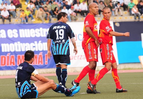 Escenas del Vallejo - Huancayo del 9 de mayo de 2010. Aquella vez fue empate 3-3 (Foto: diario La Industria de Trujillo)