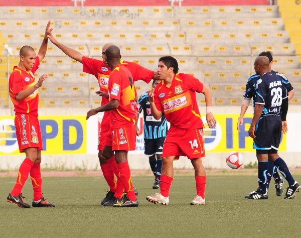 FECHA 13. En un entretenido partido, Sport Huancayo lograría sacar un valioso punto de Trujillo tras empatar 3-3 ante Vallejo. Fue una de las mejores actuaciones como visitante del 'Matador'. (Foto: diario La Industria de Trujillo)