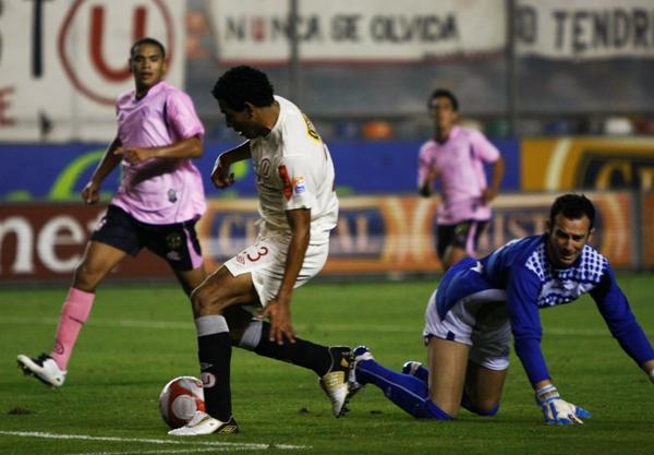 FECHA 15. LA 'U' conseguiría su primera goleada en el campeonato tras derrotar 3-0 a Sport Boys. Piero Alva fue la figura de la noche al anotar los tres goles del partido. (Foto: archivo DeChalaca.com)