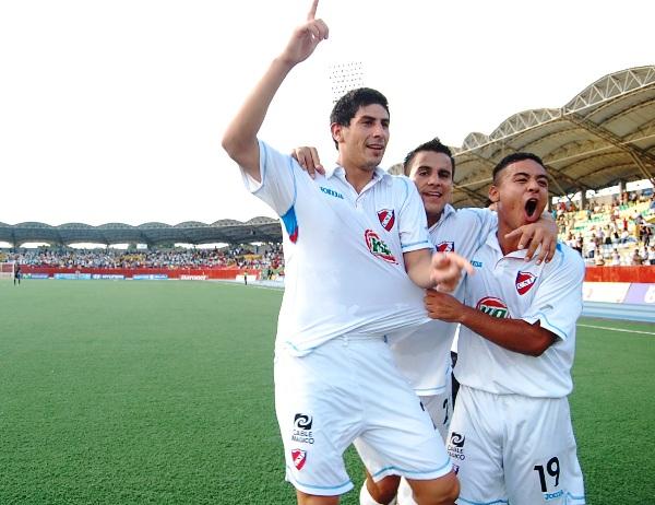 Sergio Almirón celebra uno de sus goles a San Martín con CNI en Iquitos en 2010. (Foto: Fernando Herrera / DeChalaca.com)