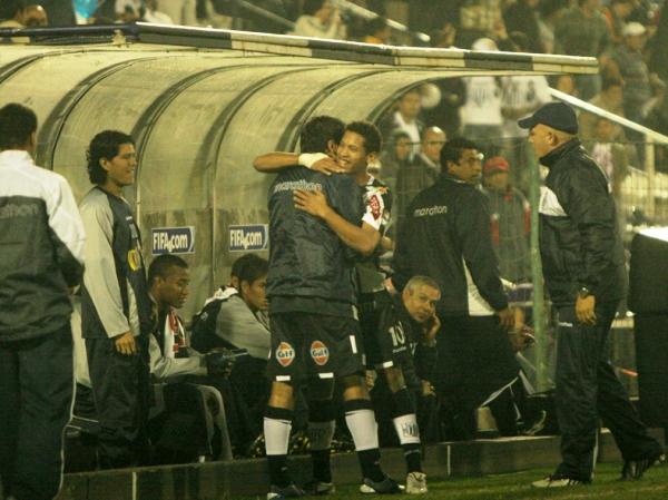 FECHA 18. Alianza Lima volvió a ser verdugo de los santos y los derrotó por 2-0 en Matute. Fernández y 'Wally' Sánchez marcaron para los íntimos. (Foto: Luis Alberto Sánchez)