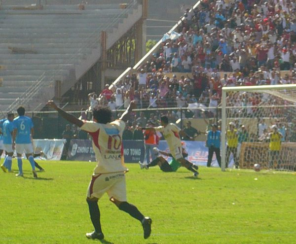 FECHA 19. León lograría su triunfo más abultado en el torneo luego de imponerse por 6-0 a Cristal. Calheira y Perea fueron las máximas figuras de aquella jornada. (Foto: diario Hoy Regional)