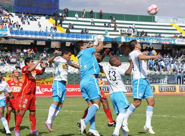 FECHA 23. En Huancayo, Cristal lograría uno de sus triunfos más importantes fuera de Lima. Con un tanto de Ísmodes sobre el final del partido, los celestes se llevarían los tres puntos. (Foto: Diario Primicia de Huancayo)