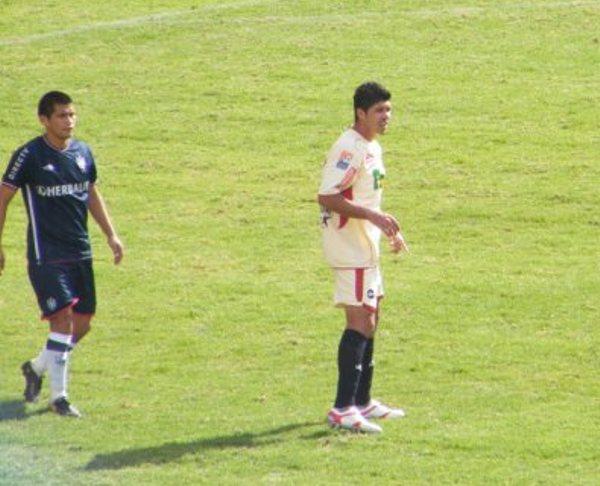 FECHA 24. Con Calheira como máxima figura, León se tumbaría al líder del torneo, la Universidad San Martín. El partido culminaría 4-2 a favor de los cremas. (Foto: Jesús Suarez Villareal)