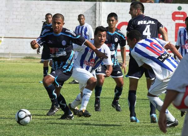 'Malingas' Jiménez con camiseta de Alianza Atlético la tarde que el cuadro churre cayó 1-2 ante la Vallejo en el Descentralizado 2010. (Foto: diario La Hora de Piura)