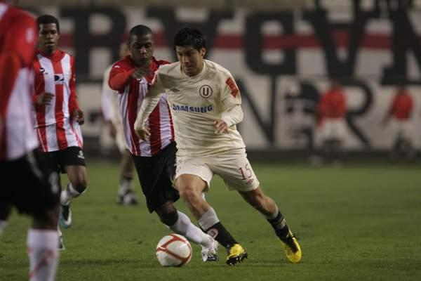 FECHA 31. Rafael Castillo no pudo tener un buen debut con Total Chalaco. Su escuadra cayó por la mínima ante Universitario en el inicio de la etapa de Series. (Foto: sportingcristal.org.jpg)