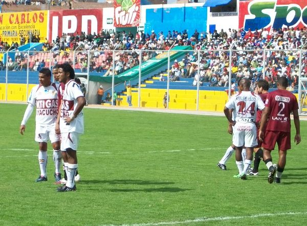 Imagen del partido en el que un gol de Marco Ruiz le dio el triunfo al cuadro gasífero sobre Universitario (Foto: Ciro Madueño)