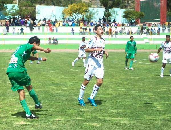 Mario Velarde fue el gran protagonista del partido en el que Inti Gas superó a CNI en 2010 con doblete suyo (Foto: Ciro Madueño)