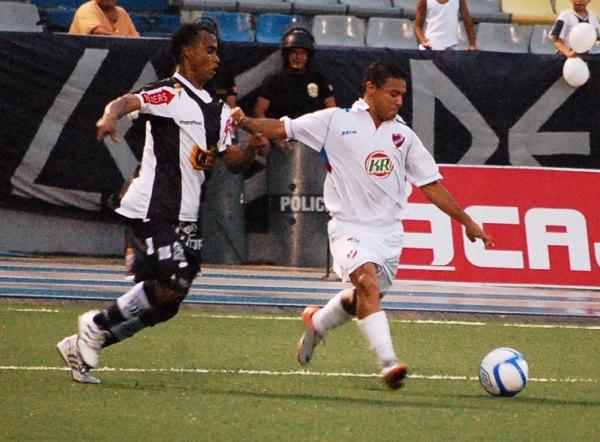 En su paso por CNI Alfredo Ramúa dejó buenos recuerdos de su fútbol, los que ahora deberá renovar con Real Garcilaso (Foto: Fernando Herrera / DeChalaca.com)