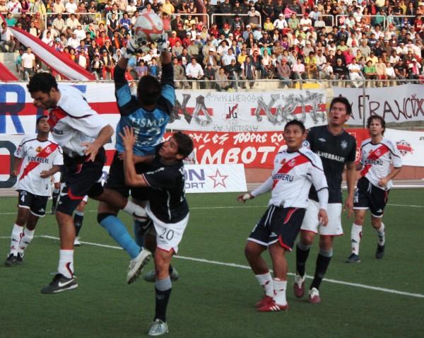 FECHA 39. La clasificación matemática llegó gracias a este punto logrado en Chimbote, era cuestión de fechas y se confirmó la participación de los albos al play off tras el 0-0 y la derrota posterior de Alianza en Iquitos. (Foto: Diario de Chimbote)