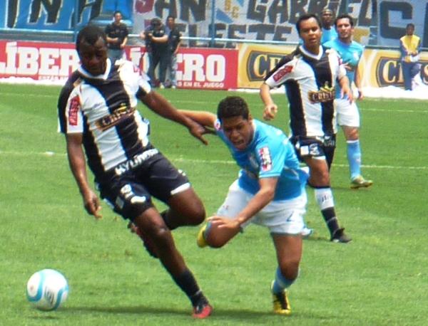 FECHA 41. Tras una derrota 0-1 ante Alianza Lima, Cristal terminaría con sus aspiraciones por alcanzar un torneo internacional. (Foto: Abelardo Delgado / DeChalaca.com)