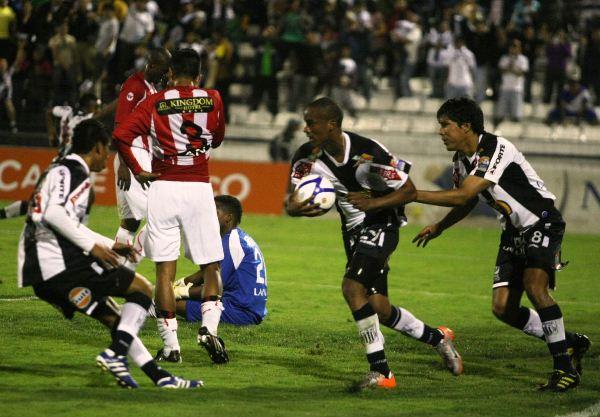 FECHA 42. El cuadro dirigido por 'Rafo' Castillo terminó por sentenciar su descensó en Matute al caer por 2-1. (Foto: ANDINA)
