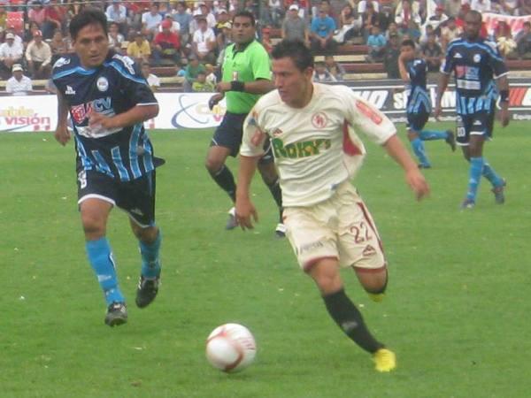 Zalón con camiseta de León ante la Vallejo en 2010. (Foto: prensa Universidad César Vallejo)