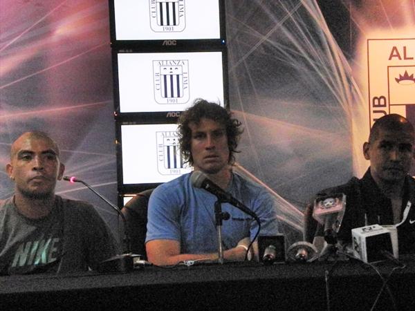 LAS DECLARACIONES. Libman, Viza y González estuvieron presentes en la conferencia de prensa organizada por el conjunto victoriano tras la victoria ante Alianza Atlético. (Foto: Airon Nelson López)