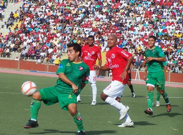 FECHA 03. Juan Aurich se vio sorprendido por CNI que le robó un empate en Chiclayo. Inobjetable 2-2. (Foto: diario La Industria de Chiclayo)