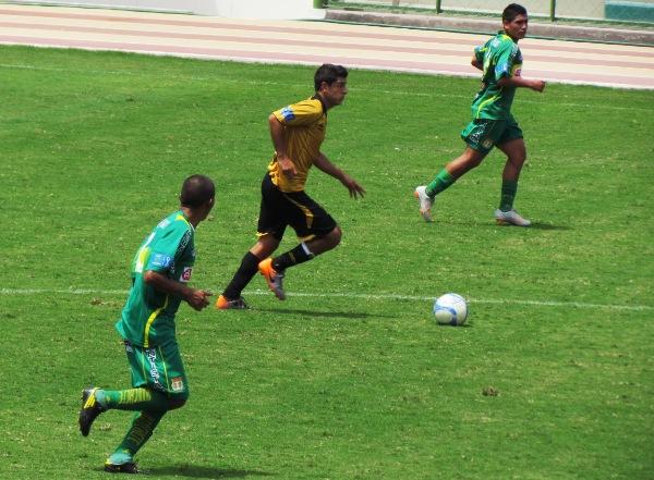 FECHA 03. Poca producción ofensiva y un equipo bien ordenado fue el que se encontró Cobresol ante Sport Huancayo. Empate a cero. (Foto: Roice Zeballos)