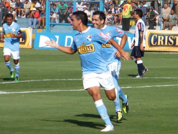 Diego Chávarri celebra el primer gol de su carrera, ante Alianza. Ese día, el ex atacante celeste se fue expulsado en la segunda etapa (Foto: Wagner Quiroz / DeChalaca.com)
