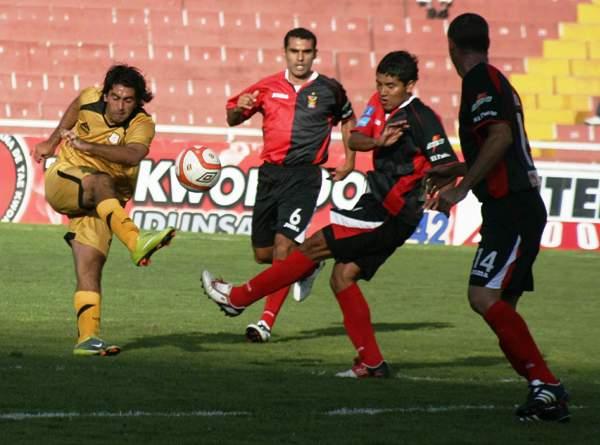 FECHA 04. Otro triunfo de visita consiguió Cobresol ante Melgar en Arequipa. El cuadro dorado ya marcaba la tendencia en el torneo. (Foto: diario El Puelo de Arequipa)