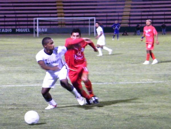 FECHA 04. En su visita a San Martín, Juan Aurich logró sacar un favorable empate de 1-1 ante los santos. (Foto: Wagner Quiroz / DeChalaca.com)