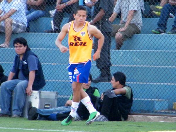 LA FIGURA. Lejos de los videos de Youtube, Roberto Merino se llevó todas las miradas en el estadio San Martín. (Foto: Wagner Quiroz / DeChalaca.com)
