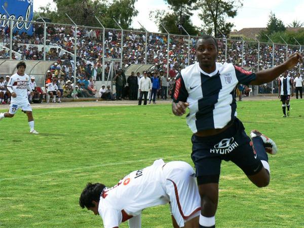FECHA 05. Inti Gas sería sorprendido por Alianza en el mismísimo estadio Ciudad de Cumaná. Los blanquiazules se impondrían cómodamente por 0-2. (Foto: Ciro Madueño)