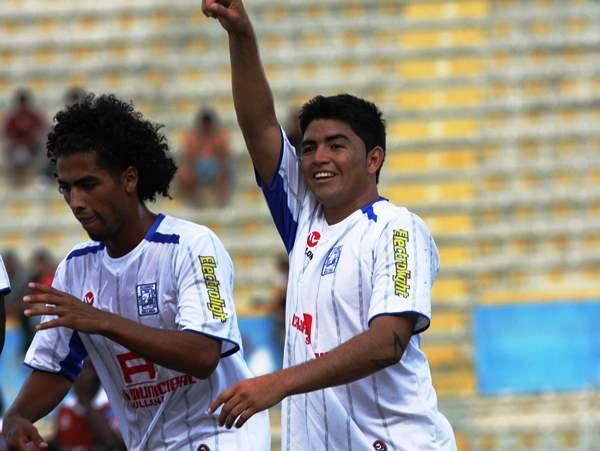 Rubén Valladares celebra su doblete a Inti Gas en la temporada 2011. (Foto: Diario La Hora de Piura)