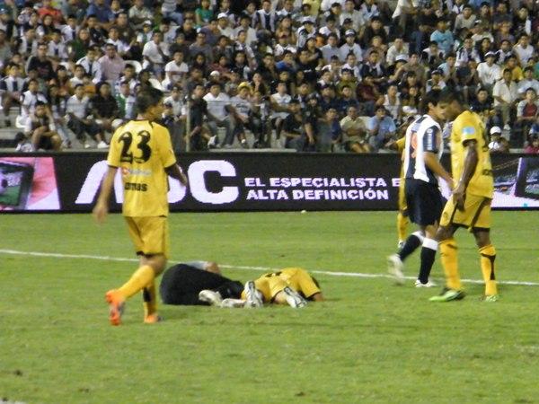 BIEN LUCHADO. Alianza Lima, por obligación, tenía que ganar; en tanto, Cobresol, por buen juego, merecía el triunfo. Amobs lucharon. (Foto: Wagner Quiroz / DeChalaca.com)