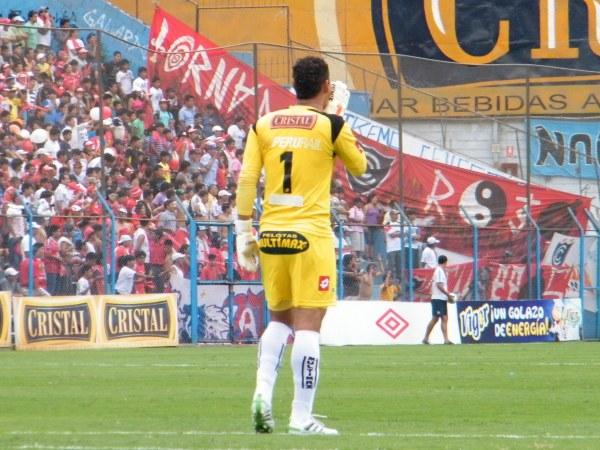 YO MANDO AQUÍ. Noriega se quedó sin voz debido a las constantes indicaciones que dio durante el partido (Foto: Wágner Quiroz / DeChalaca.com)