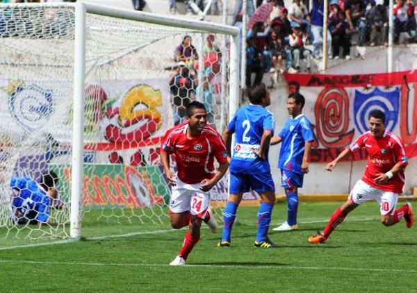 ¡QUÉ INICIO! Ojeda celebra el primer tanto de Cienciano antes del primer minuto de juego. El lateral de Cienciano forzó una jugada en el área de Unión Comercio que derivó en el autogol de Zapata. (Foto: Diario del Cusco)