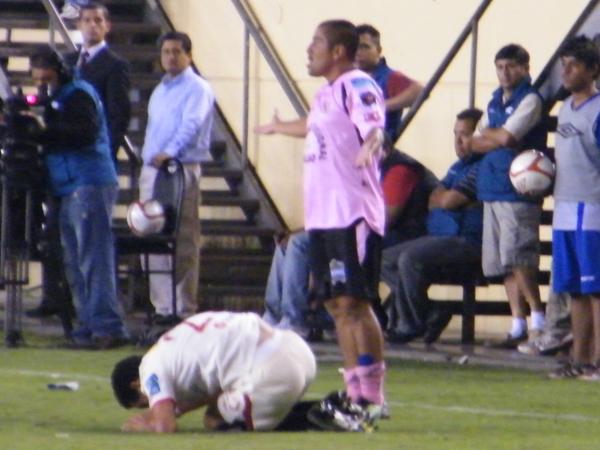¿QUÉ HICIMOS?. Sport Boys propuso un gran fútbol en Ate y a punto estuvo de llevarse puntos de casa ajena. El equipo 'rosado' perdió por ellos mismos. (Foto: Wágner Quiroz / DeChalaca.com)