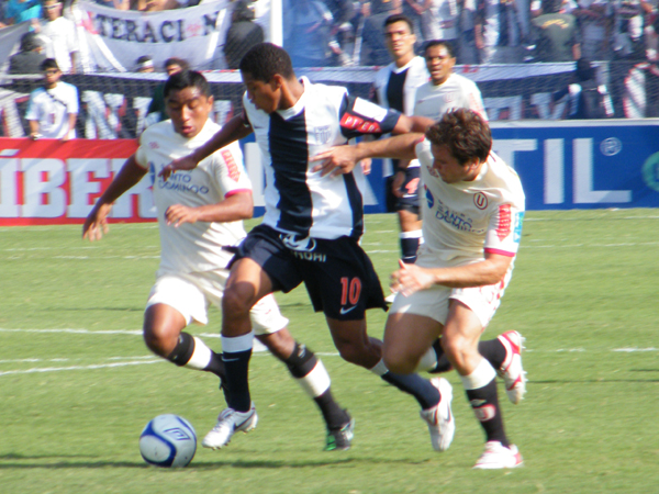El Universitario - Alianza Lima es el clásico más popular del fútbol peruano; no obstante, recién se afianzó en los años cincuenta (Foto: Wagner Quiroz / DeChalaca.com)