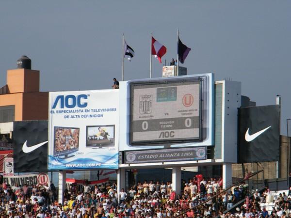 Y ASÍ SE FUE LA TARDE. Con un 0-0 que a nadie satisfizo, más que por el resultado en sí, por la falta de fútbol. (Foto: Wagner Quiroz / DeChalaca.com)