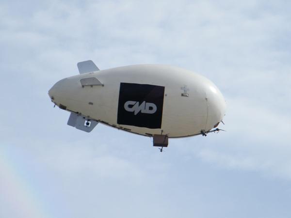 POR DEPORTE. Desde los aires, la imagen de CMD llegó vía este peculiar dirigible (Foto: Wagner Quiroz /DeChalaca.com)