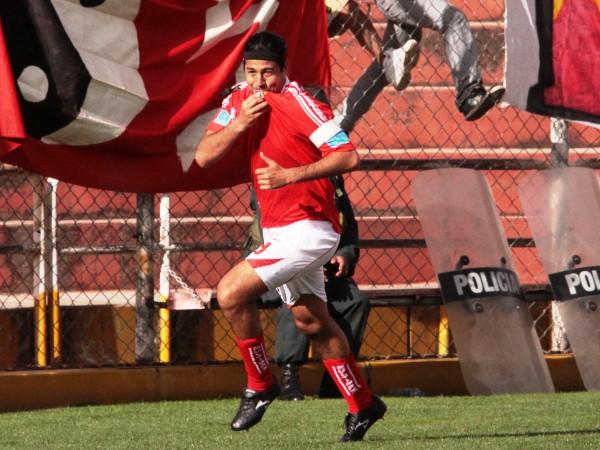 AHÍ ESTÁ EL MATADOR. Sergio Ibarra abrió la cuenta en el primer cuarto de hora. Este fue el tercer gol del 'Checho' en el torneo. (Foto: Diario El Sol del Cusco)
