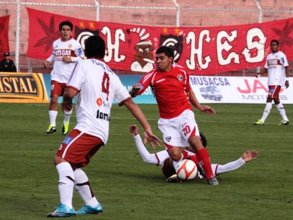 Cristian Guevara intercambiaba el carril derecho con Fernando Masías. (Foto: Diario del Cusco)