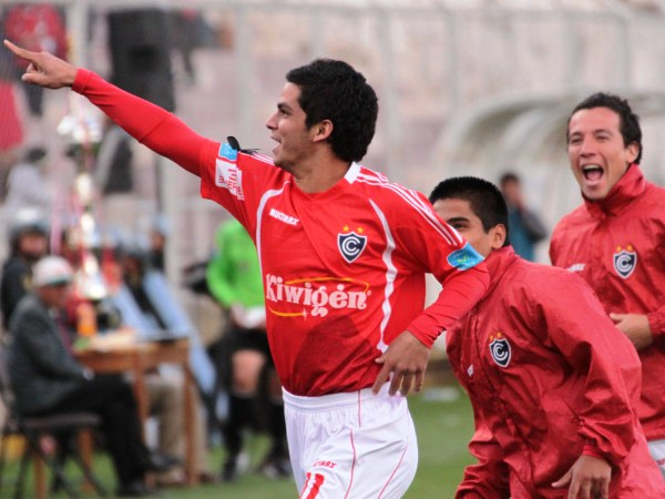 VA PARA TÍ. 'Franquito' Navarro dedicó el segundo gol a alguien en la tribuna. El ariete rojo se puso diablo a los 66' y selló el triunfo cusqueño. (Foto: Diario El Sol del Cusco)
