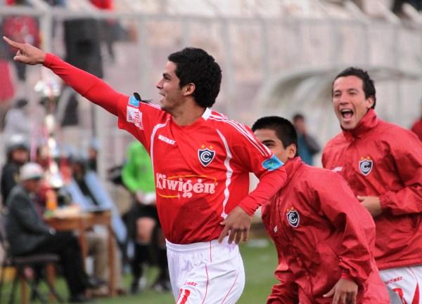 EL HÉROE. En su primer toque de balón, Franco Navarro le permitió a Cienciano llevarse los tres puntos ante el Inti Gas. ¡Qué tal suerte la de Franquito! (Foto: Diario El Sol de Cusco)