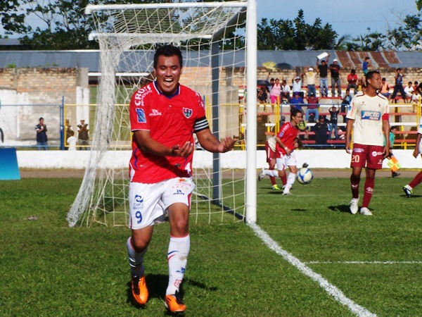 DULCE ESPERA. Jiménez marcó su segundo gol en el torneo y lo celebró a lo 'Bebeto'. Felicitaciones para 'Malingas'. (Foto: Revista Goool de Oro)