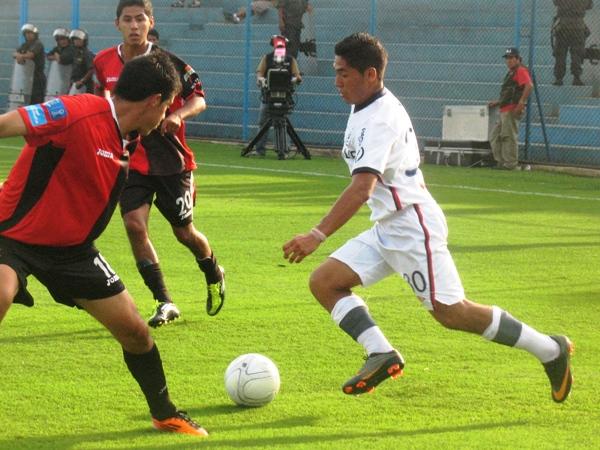 TODAVÍA LE FALTA. Sánchez solo tuvo un regular cotejo ante Melgar. Al 'Cuy' le hacen falta minutos para encontrar su mejor nivel. (Foto: José Sancedo / DeChalaca.com)