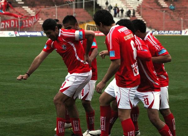 EL PASO DEL CHECHO. Ibarra se animó a mostrar un peculiar baile tras su conquista. La felicidad del 'Checho' fue evidente. (Foto: diario del Cusco)