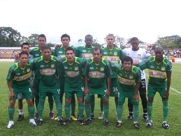 BUSCANDO MATAR. Sport Huancayo quería seguir con su buen juego y sorprender a Unión Comercio en su propio campo de juego. (Foto: revista Goool de Oro)