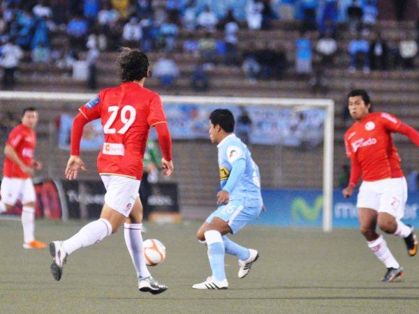 MALA PATA. Marcio Valverde volvía a ser titular después de un largo tiempo y tuvo la mala suerte de lesionarse apenas a los 2' de juego. (Foto: La Industria de Chiclayo)