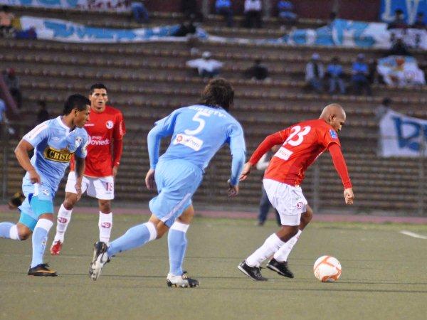 TAMBIÉN SABE. Jorge Molina demostró que también puede aportar con el balón en los pies. 'Coqui' ha sido otro que ha sorprendido con su rendimiento en las primeras once fechas. (Foto: La Industria de Chiclayo)