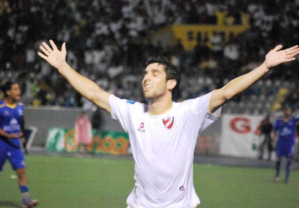EL GOLEADOR. Muriel Orlando se llevó todas las miradas en Iquitos. El delantero argentino metió los dos goles de su equipo y empieza a subir en la tabla de artilleros. (Foto: Fernando Herrera / DeChalaca.com)