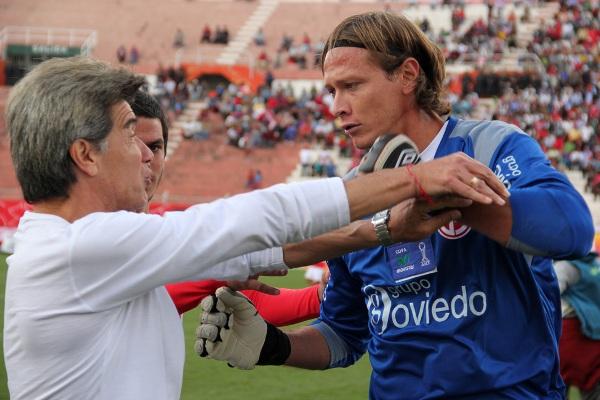 LA BRONCA. Penny y Trobbiani se fueron a las manos en Cusco debido al mal comportamiento del técnico de Cienciano. (Foto: diario del Cusco)