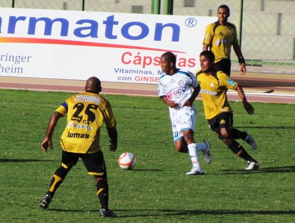 FECHA 12. César Vallejo sorprendió a Cobresol en Moquegua y se impuso por un ajustado 2-1. (Foto: Roice Zeballos)