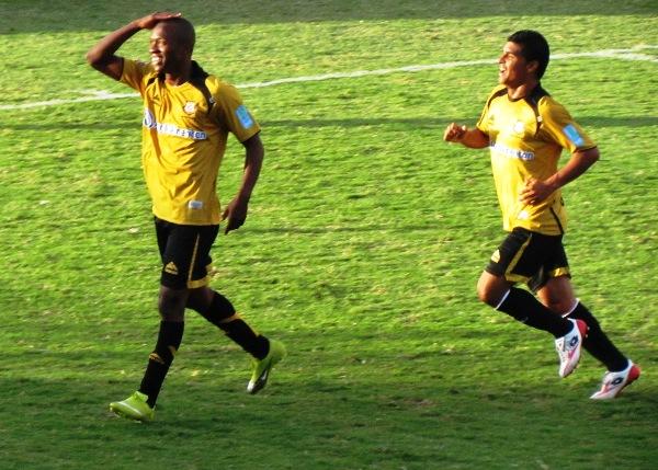 LA CELEBRACIÓN. Más allá de manifestar su pelada, Caicedo no dudó en celebrar de esta manera su tanto ante César Vallejo. (Foto: Roice Zevallos)