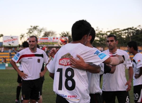 LOS JUBILOSOS. Los jugadores de Melgar no ocultaron su felicidad tras al triunfo logrado ante Unión Comercio en calidad de visita. (Foto: José Flores / canal E-Moyobamba)