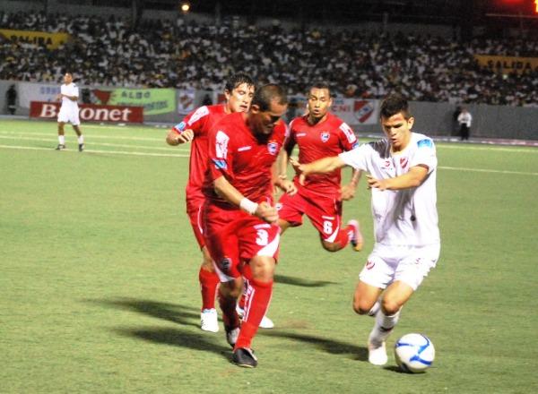 FECHA 13. Cienciano volvía a mostrar su mejor cara tras derrotar 2-0 a CNI en Iquitos. (Foto: Fernando Herrera / DeChalaca.com)